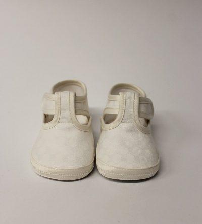 Zapatos-bebé-lunares-beige