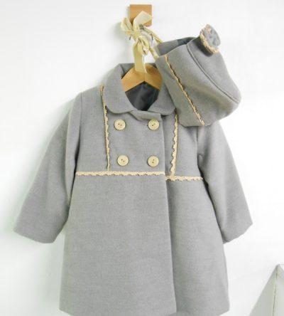 Abrigo-paño-bebé-gris-con-capota