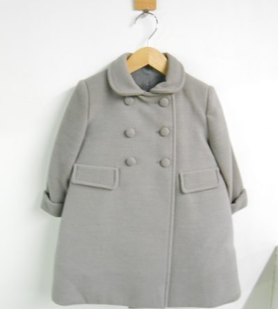 Abrigo-bebé-paño-gris