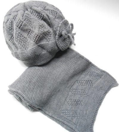 Gorro-y-bufanda-punto-dibujo-calado-gris